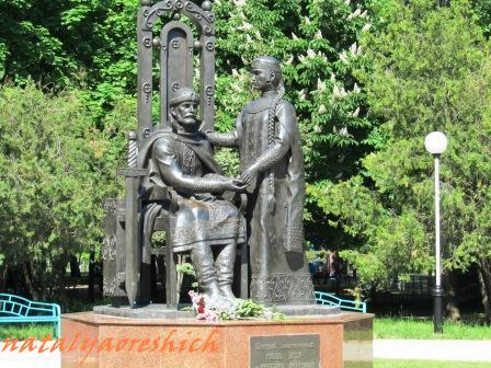 Эконом памятник Плечики Курская Мраморные розы Варнавино